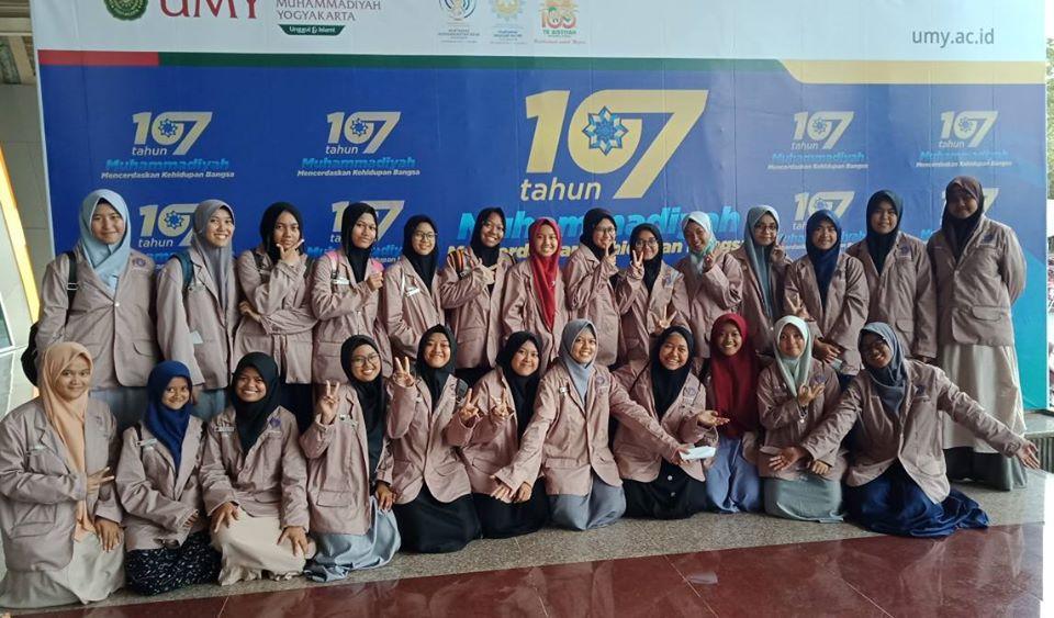 santri putri di acara resepsi milad muhammadiyah ke 107