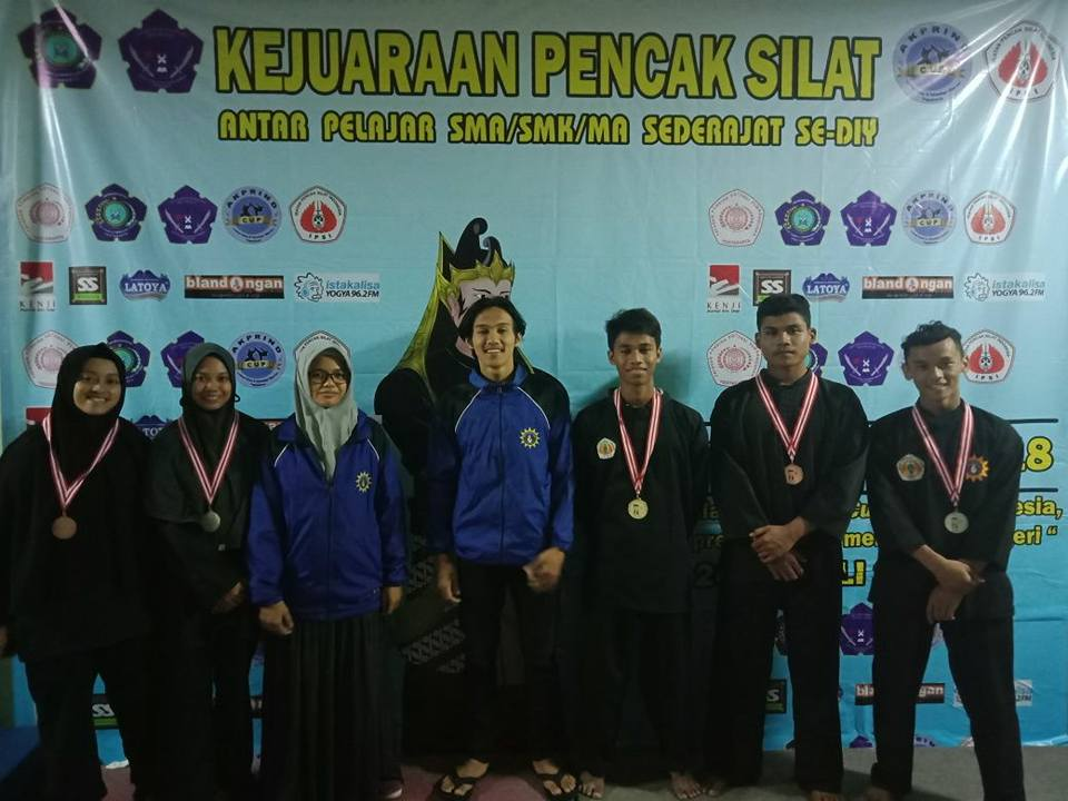siswa santri muhammadiyah boarding school juara pencak silat akprind se yogyakarta