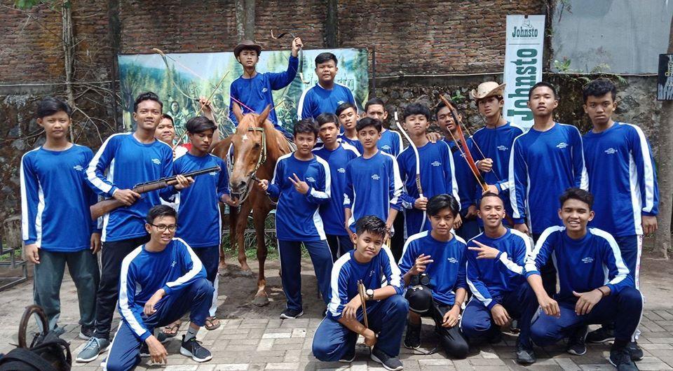 santri putra MBS Muhiba Yogyakarta berlatih berkuda